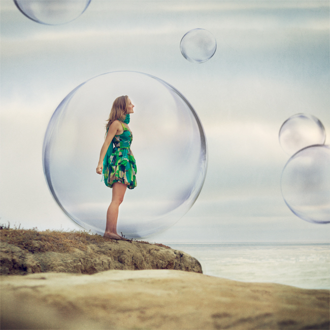Lulight,-Lu-Light,-Lucia-Ferreira-Litowtschenko,-Bubbles,-Girl-inside-bubble,-My-bubble